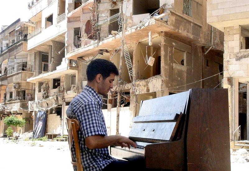 Ayham Ahmad: Klavírista z Jarmúku