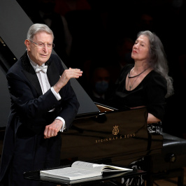 Martha Argerich, Herbert Blomstedt and the Lucerne Festival Orchestra play Beethoven's Piano Concerto No. 1 and Symphony No. 3.